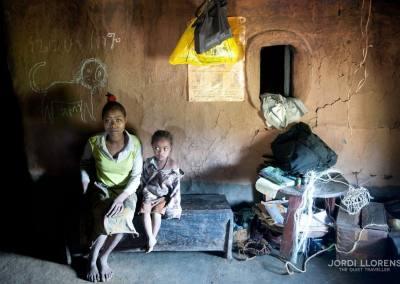 Interior de una casa de la etnia bench, Kafa, Etiopía