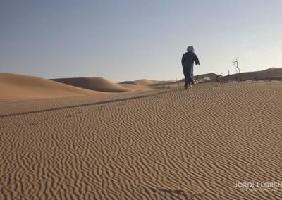 Recogiendo leña para la noche, desierto Akakus