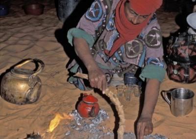 Preparando el pan, desierto Akakus