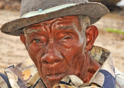 Anciano, etnia bara