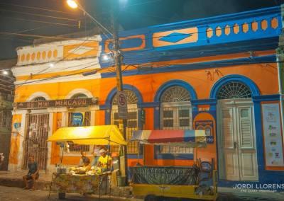 Mercado nocturno en las calles de Olinda, Pernambuco