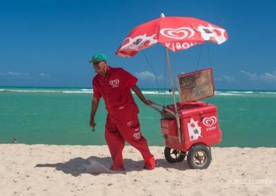 Vendiendo helados, Playa de Gunga, Maceio, Alagoas