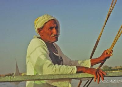 Conduciendo la faluca por el Nilo