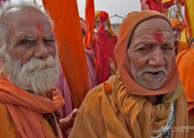 Los sadhus adoran al más popular de los dioses hindúes, Shiva
