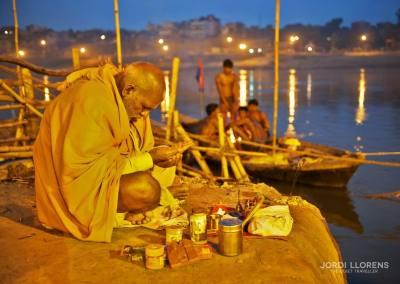 """Pronuncian un mantra: """"Om, yo me arrodillo ante el Ganges que toma todas sus formas"""""""