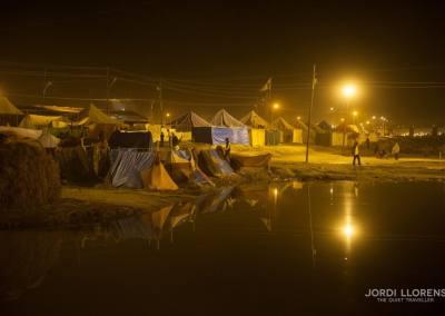 Hacia la 1 de la madrugada, las calles están vacías y el silencio se apodera del campamento
