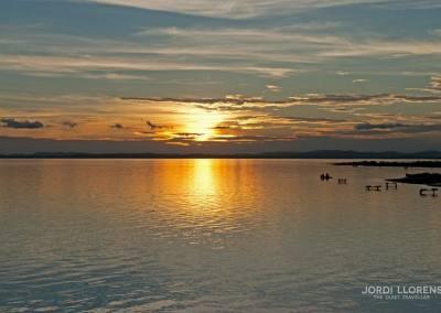 Atardecer en el lago Cocibolca desde el jardín del hotel Finca Venecia, Isla Ometepe