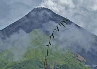 Isla de Siau, con su volcán activo